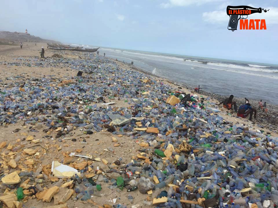 Ghana considera la prohibición total del plástico en su territorio
